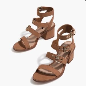Heeled sandals with buckles